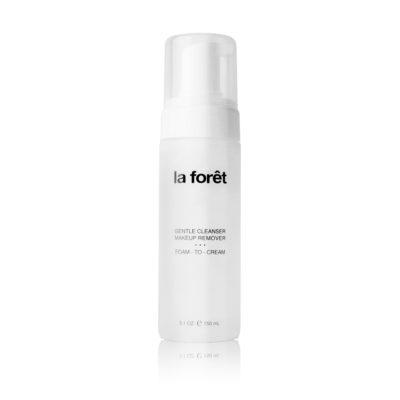 Suave y delicada limpiadora desmaquillante en espuma que al contacto con la piel se transforma en crema. Limpia a fondo impurezas y elimina completamente el maquillaje sin resecar